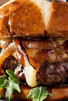 These blue cheese burgers are brushed with a homemade whiskey glazed, topped with Irish cheese, and smothered in Guinness caramelized onions! Top Recipes, Meat Recipes, Cooking Recipes, Healthy Recipes, Hamburger Recipes, Delicious Recipes, Recipies, Whiskey Burger, Blue Cheese Burgers