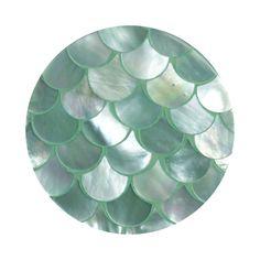 De Océano munten van Mi Moneda zijn bijzonder fraai gemaakt. Het parelmoer is bewerkt in de vorm van de schubben van een vis. BoumanOnline.com