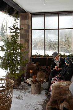 – Danish house with Christmas terrace for winter 2013 – Outside Christmas Decorations, Christmas Porch, Country Christmas, Christmas Ideas, White Christmas, Winter Porch, Winter Cabin, Winter Garden, Cozy Winter