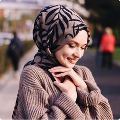 Cute Girl Pic, Stylish Girl Pic, Girl Photo Poses, Girl Photography Poses, Hijab Gown, Cute Boys Images, Muslim Beauty, Hijab Trends, Hijab Wedding Dresses