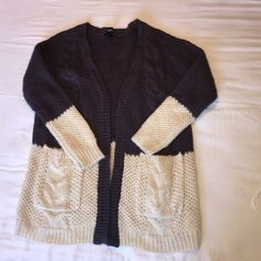 Beautiful cardigan  Perfect condition, kind of oversize fit! Very comfy. Forever 21 Sweaters Cardigans