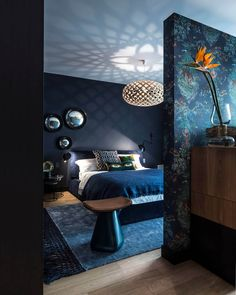 Eclectic bedroom with dark blue walls and rich textile details Dark Blue Bedrooms, Blue Gray Bedroom, Blue Bedroom Decor, Romantic Bedroom Decor, Blue Rooms, Blue Walls, Bedroom Ideas, Newlywed Bedroom, Mid Century Modern Bedroom