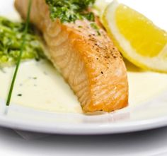 Salmon with a herb gravy Fish Recipes, Healthy Recipes, Cantaloupe, Carrots, Good Food, Food And Drink, Meat, Dinner, Fruit