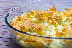 Запеченная цветная капуста с сыром и молочной заливкой.