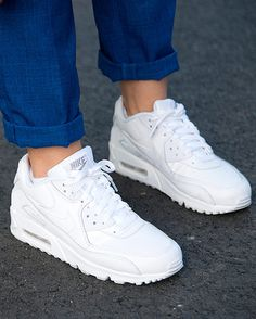 finest selection 5ce6e e5765 Aire bajo tus pies White Sneakers, White Nike Shoes, Nike Air Max White,