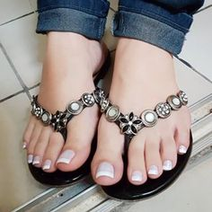 57 Crystal Shoes Trending Now - Shoes Styles & Design Pretty Toe Nails, Pretty Toes, Sexy Sandals, Bare Foot Sandals, Sandals 2014, Pretty Sandals, Feet Soles, Women's Feet, Sexy Zehen