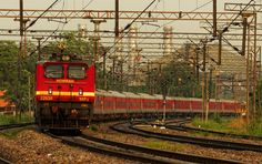 Red Loco, Red Train, Reddish glow of the evening... Full on romance! HWH WAP4 22638 with the SDAH-NDLS AC Premium Special