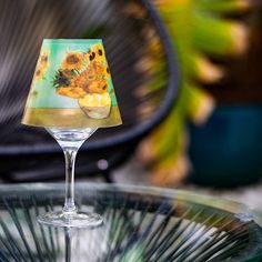 Kessler Museum Merchandising (@kessler_museum) • Monta tu propia mini lamparita con los girasoles de Van Gogh. 🌻  #kesslermuseummerchandising #merchandising #museumshop #museumstore #latiendadelmuseo #museumproducts #🌻#minilamps #minilampara #vangogh #losgirasolesdevangogh #sunflowers #art #arthistory #historiadelarte #regalosoriginales #gifts #glasslamp #lampshade #lampdesign #wineglasslamp Museum Store, Lamp Design, Lampshades, Wine Glass, Instagram, Food, Van Gogh Sunflowers, Mini Chandelier, Original Gifts