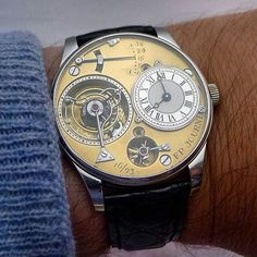In the world of early Journe tourbillons, there come the very first 3 hand-made by François-Paul Journe himself. Among those inital 3 was a unique piece, shown here. This watch has a slightly different power reserve display that Journe decided to use after the first 2. Reason being, he found the other two boring and liked to make a change...simple enough! I was fortunate enough to handle all 3 throughout my lifetime and all I can say is...nothing This shot taken by @equationdu...