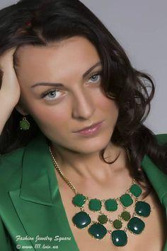 Costume Jewelry - Emerald Green Bib Fashion Necklace Set #Unbranded
