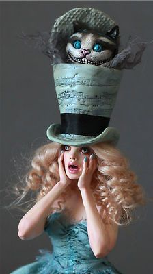 This would be an awesome Halloween costume. :) I ❤️ Alice In Wonderland Wonderland Costumes, Alice In Wonderland Party, Adventures In Wonderland, Mad Hatter Hats, Mad Hatter Tea, Mad Hatters, Mad Hatter Costumes, Ooak Dolls, Art Dolls