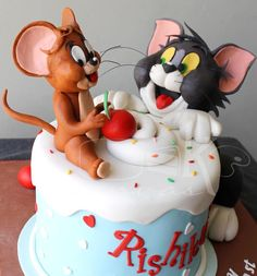 Dedicated to all those Tom and Jerry fans out there ! - cake by Anna Mathew Vadayatt Tom And Jerry Cake, Tom Und Jerry, Fancy Cakes, Cute Cakes, Yummy Cakes, Unique Cakes, Creative Cakes, Fondant Cakes, Cupcake Cakes