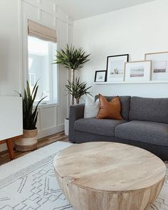 Boho Living Room, Living Room Grey, Rugs In Living Room, Living Room Designs, Living Room Ideas With Grey Couch, Simple Living Room Decor, Charcoal Sofa Living Room, Corner Table Living Room, Modern Living Room Design