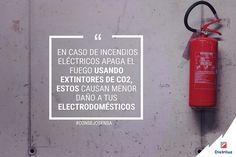 Si la causa principal de un incendio doméstico fuera ocasionado por tus electrodomésticos, haz uso de extintores de CO2, éstos ayudarán a neutralizar el fuego. #ConsejosEnsa #ProtegeTuVida #EnsaTeInforma