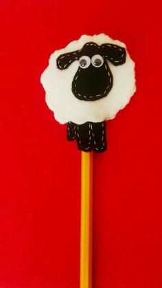 Sheep felt pencil topper Craft Projects For Kids, Crafts For Kids To Make, Craft Ideas, Sheep Crafts, Felt Crafts, Pen Toppers, Children's Church Crafts, Operation Christmas Child, Finger Puppets