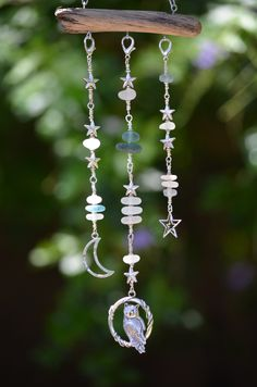 Starry Starry Night Seaglass Light Catcher by SeaLights on Etsy Wire Crafts, Crafts To Do, Bead Crafts, Diy Wind Chimes, Homemade Wind Chimes, Hanging Crystals, Hanging Mobile, Sea Glass Art, Seashell Crafts