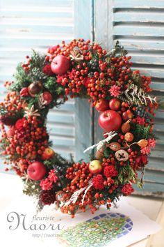 Christmas wreath 2014 クリスマスリース Christmas Wreath Image, Christmas Tree Design, Christmas Flowers, Autumn Wreaths, Christmas Tree Toppers, Holiday Wreaths, Christmas Mood, Holiday Decor, Wine Cork Wreath
