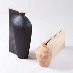 The Wish list est une paire vase en bois unique conçu par le designer Gareth Neal et réalisée sur la commande l'architecte Zaha Hadid. Reprenant la silhouette classique de la carafe d'eau, la forme s'étire créant ainsi un objet distendu qui semble...