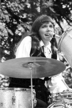 Karen Carpenter how many of you knew Karen was a drummer? Description from pinterest.com. I searched for this on bing.com/images