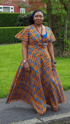 Loving this blessed Sunday African Lace Dresses, Latest African Fashion Dresses, African Print Fashion, Africa Fashion, African Attire, African Wear, African Women, Blessed Sunday, Sleeves Designs For Dresses