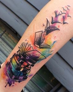 Are you a book lover and a tattoo enthusiast? These book tattoos displayed in the gallery are among some of the best book tattoo designs ever inked! Sleeve Tattoos For Women, Tattoos For Women Small, Small Tattoos, Clever Tattoos, Tattoo Sleeves, Tattoo Buch, Book Tattoo, Tattoo Arm, Tattoo Music