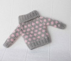 Grey blythe sweater Pink doll pullover Hand knitted blythe clothes Grey doll outfit blythe knit fashion Blythe pink clothes Jacquard sweater