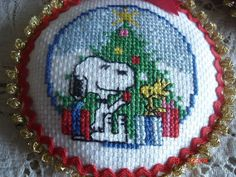 Snoopy, Woodstock and their Christmas Tree 825.827.726.321.603.910.310