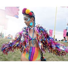 Vem que tem bastante tempo ainda para você fazer a sua fantasia de carnaval ou pelo menos já ir pensando e comprando o glitter ;)