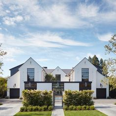 A house we designed in Brentwood is featured in the latest issue of Design LA ma. A house we designed in Brentwood is featured in the latest issue of Design LA magazine Los Angeles Times Residential Architecture, Architecture Design, California Architecture, Design Exterior, Modern Farmhouse Exterior, Rustic Farmhouse, Farmhouse Ideas, Up House, Happy House