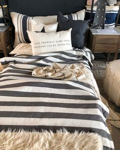 Small Minded People, En Stock, Comforters, Sweet Home, Blanket, Bed, Room, House, Curtain Hanging