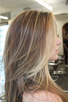 A Beautiful Bronde Via Balayage - Career - Modern Salon Grown Out Blonde Hair, Blonde Ends, Blonde Streaks, Light Blonde, Cut My Hair, Her Hair, Balyage Hair, Silver Haired Beauties, Bronde Balayage
