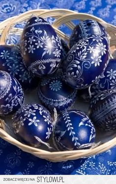 Hungarian folk (blue staining) Easter eggs Mom and dad brought back some from their trip. Egg Crafts, Easter Crafts, Diy And Crafts, Arts And Crafts, Art D'oeuf, Easter Egg Designs, Ukrainian Easter Eggs, Diy Ostern, Festa Party