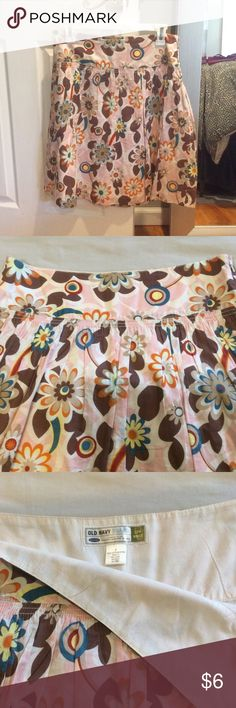 Old Navy Flower Skirt Old navy cotton low waist skirt, size 4, side zip closure, lined, great for spring or summer, flat waist measures just under 16 inches, length is 22 inches from waist to bottom, would also fit a size 6! Old Navy Skirts
