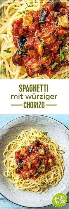 Step by Step Rezept: Spaghetti mit würziger Chorizo und einer fruchtigen Tomaten-Auberginen-Soße Kochen / Rezept / DIY / HelloFresh / Küche / Lecker / Gesund / Einfach / Kochbox / Ernährung / Zutaten / Lebensmittel / 30 Minuten / Spanisch / Spanien / Pasta / Italienisch #hellofreshde #blog #kochen #küche #gesund #lecker #rezept #diy #gesund #einfach #kochbox #ernährung #lebensmittel #zutaten #chorizo #spaghetti #pasta #aubergine