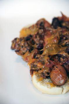 Le hot dog est une spécialité que j'aime beaucoup. Comme le burger on peut le décliner de mille manières, mais il présente l'avantage d'être moins à la mode pour le moment... Tout reste à faire au niveau des idées, du moins par chez nous, où l'on se contente toujours de la recette de base au…