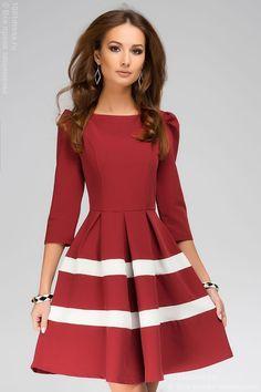 Платье бордовое длины мини с белыми вставками на подоле и рукавами 3/4 , красный в интернет магазине Платья для самых красивых 1001dress.Ru