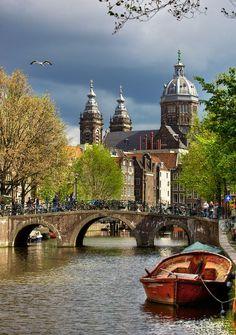 Amsterdam Canal - Church of St. | http://bestscenicviews.blogspot.com