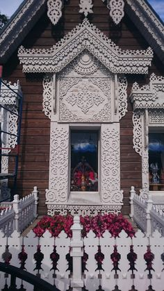 Home page - Pradiz Russia Tour Operator Wooden Architecture, Russian Architecture, Amazing Architecture, Architecture Details, House Windows, Windows And Doors, Fachada Colonial, Wooden Windows, Wood Carving Art