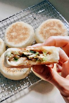 chinese version Mxmuffin: savoury yeasted pancake~ highly recommended 不做会后悔的发面烙饼 ~强推 – Victoria Bakes Unique Recipes, Asian Recipes, Ethnic Recipes, Chinese Recipes, Asian Snacks, Middle Eastern Recipes, Savory Snacks, Asian Cooking, Dim Sum