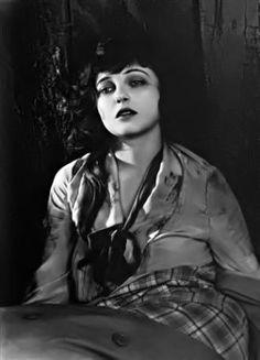 Corrine Griffith, 1923. Roaring Twenties, The Twenties, Drunken Master, Female Movie Stars, Sound Film, Mary Pickford, Silent Film Stars, Marion Cotillard, 1920s Style