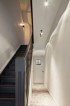 Interior by Het Atelier, Hooglede - Belgium. Love the black staircase ! Staircase Railings, Staircase Design, Stairways, Black Staircase, Banisters, Country Interior, Interior And Exterior, Townhouse Interior, Hallway Designs