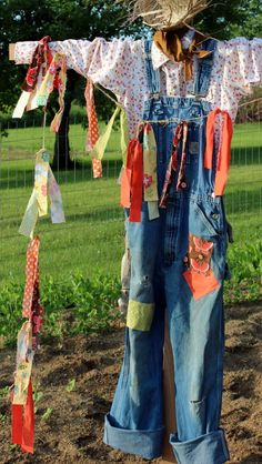 The kiddos and I made a scarecrow yesterday. Well this year I have already replanting my pumpkin patch twic… Cottage Garden Plants, Garden Art, Garden Ideas, Garden Club, Backyard Ideas, Make A Scarecrow, Scarecrow Ideas, Scarecrows For Garden, Fall Scarecrows