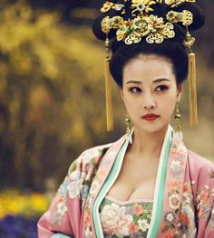 """Fan Bingbing stars as Wu Zetian in """"The Empress of China"""", which boasts a 300 million RMB budget and over 1000 impressive costumes for the cast."""