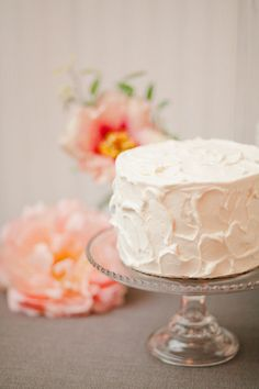 like the syle of frosting, would be great on butter cream cake with layers and then the pinecones