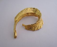 Vintage Costume Jewellery Brooch Pin Modernist Curled Feather Design Textured Gold Tone Metal Circa Mid To Late Century