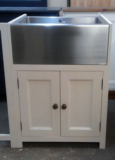 pine painted kitchen Belfast/butlers sink unit/farrow and ball kitchens bespoke