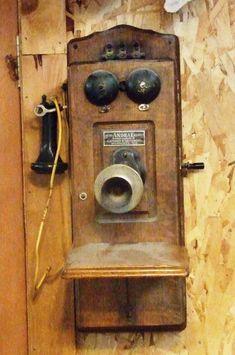Vintage Phones, Vintage Telephone, Antique Phone, Old Phone, Old And New, Landline Phone, Smartphone, Gadgets, Old Things