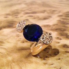 Super Amazing Twist Stone & Pave Cocktail Ring #fashion #jewellery #goldrings #bluerings #cocktailrings #statementrings #superamazingjewellery #jewelleryonline #accessories #superamazingrings