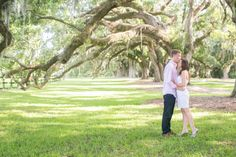 Boone Hall Plantation in Mt. Pleasant, SC is a perfect place to tie the knot in the Charleston area. One of the best backdrops for a #plantation #wedding.
