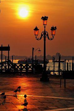 gyclli: my city♥ Sunset in Istanbul Amazing Sunsets, Beautiful Sunset, Beautiful World, Places Around The World, Around The Worlds, Wonderful Places, Beautiful Places, Toscana Italia, Belle Villa